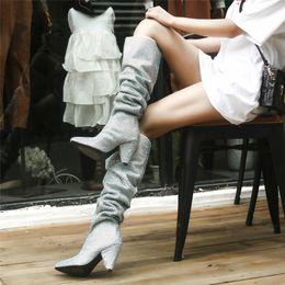 Argentina Moda Sexy Bling Bling Crystal Rodilla Botas altas Mujeres Brillo Botas de diamantes de imitación Zapatos Escenario brillante Botas altas Zapatos de pasarela de lujo Suministro