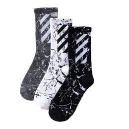 мужские женские дизайнерские фирменные носки носки бренда Tide с оригинальным стилем Harajuku новые диагональные полосы хлопчатобумажные носки спортивные новый стиль от Поставщики оптовые однополые полосатые носки