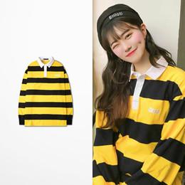 2019 coreano camiseta polo 2019 Primavera Verão Coreano Moda Listrado Camisas Polo Para Homens Casual Desgaste Hip Hop Streetwear Retro Polo Polo Ralphmen Camisa Polo desconto coreano camiseta polo