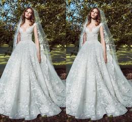 Роскошные Elie Saab 2020 Кружева бальное платье Свадебные платья Аппликации Глубокий V-образным вырезом Свадебное платье Часовня Плюс Размер Полный Кружева Свадебные платья cheap elie saab lace wedding dresses от Поставщики свадебные платья
