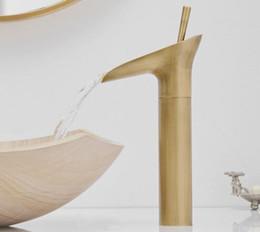 Robinets à levier unique en Ligne-Style verre à vin cascade à levier unique Salle de bain Bassin Robinet En Laiton Antique Chaud et Froid Lavabo Salle De Bains Mitigeur