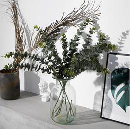 folhas falsas para decoração Desconto Plantas artificiais De Plástico Macio Eucalipto Plantas Verdes ramo Decoração Da Casa Planta Falso Deixa Decoração de Casamento Simulação Bonsai LJJA3052