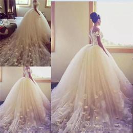 Свадебное платье кружева ручной работы онлайн-Бальное платье принцессы Свадебные платья 2019 с плеча Аппликации ручной работы Длинный шлейф из тюля и босоножки на шнуровке