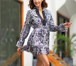 kleid hals design-modelle Rabatt 2019 Original Design Explosion Modell Leopard V-Ausschnitt Mitte-Taille langärmelige Stitching Lace Large Size Print Kleid (kostenloser Versand)