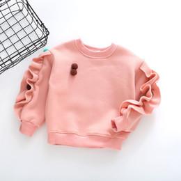 Argentina Camisetas de manga larga de algodón para niñas de alta calidad Sudaderas de niña de otoño con pompones Diseño de volantes de color sólido Tops para niña cheap ruffled sleeve sweatshirt Suministro