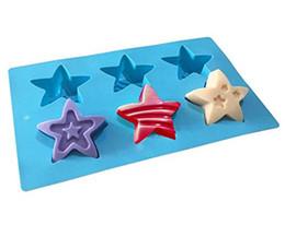 Moldes para hornear estrellas online-Moldes de silicona de 2 piezas DIY, moldes de bombas de baño artesanales de 6 cavidades para Jello Candy Chocolate Patriotic Party Stars Jabón Moldes Bandeja para hornear Herramienta