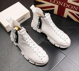 coreano homens botas sapatos de couro Desconto TOP Martin botas homens quentes botas de couro homens moda alto-top sapatos versão coreana da juventude tendência casuais sapatos ankle boots cowboy V42