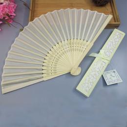 Caixas de presente dobradas on-line-Seda chinesa Dobrável de Seda Luxuoso Mão De Dobre Ventilador em Elegante Caixa de Presente De Corte A Laser Favores Do Partido Presentes de Casamento