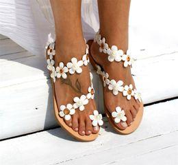 Ethnische flache sandalen online-Südostasien Ethnische Stil Sandalen Einfachheit Weiße Blume Mode Schuhe Damen Künstliche Perlen Flache Unterseite Großen Code Heißer Verkauf 31qyI1