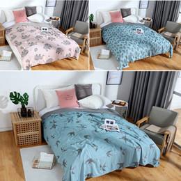 2019 edredons de verão 2019 novo cobertor de Verão 100% colcha de algodão estilo Dos Desenhos Animados edredon 150 * 200 cm AB lado colcha 4 camada de cobertura de cama de Gaze edredons de verão barato