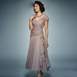 Vestidos curtidos de drapeado de chiffon plissado on-line-Comprimento do tornozelo uma linha mãe dos vestidos de noiva com plissado v cordão plissado drapeado babados vestido de baile curto vestido de festa à noite chiffon