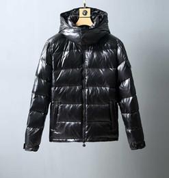 2019 азиатские мужские зимние пальто Мужчины с капюшоном вниз куртки 2019 зима черного простого колледжа ветер случайной молния закрытой верхом мода свободного универсального пальто Азиатского размером M-4XL скидка азиатские мужские зимние пальто