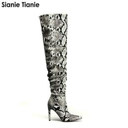 455d2f83093 Sianie Tianie 2019 Nueva PU Piel de serpiente plisada Sexy Botas altas  sobre la rodilla Punta estrecha Super Thin High Heels Overknee Boots  Ofertas de botas ...