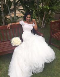 flare fit vestido de noiva ruffle Desconto 2019 Bateau fora do ombro mangas curtas Lace Top Ruffled saia deslumbrante vestidos de noiva Fit e Flare Africano sereia vestidos de casamento