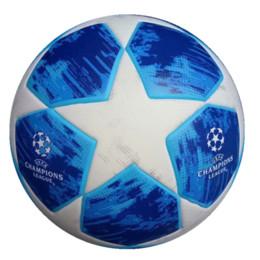 Nova 2019 UEFA Liga dos Campeões de Futebol Slip-resistente Bolas Azul  Verde Laranja PU Tamanho 5 Bola de Futebol Frete Grátis de Alta Qualidade 5c3e3ccfa7a5c