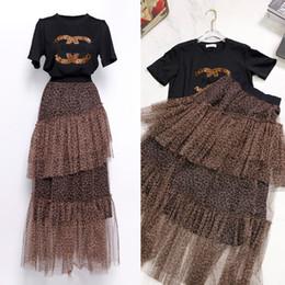 Trajes de estilo vintage online-Diseñador de la marca de las mujeres vestidos de dos piezas Set 2019 Summer Runway estilo de moda cuello redondo camisas Top y largo gasa faldas trajes