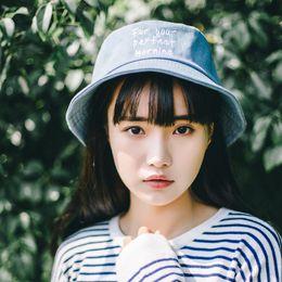 Yaz Japon Tatlı Şapkalar Yumuşak Mektup Nakış Düz Balıkçı Şapkaları Edebi Kovboy Şapka Visor Çift Erkek Kadın Gölgeleme Caps nereden