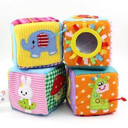 Lettres cubes en Ligne-4pcs / set Jouets pour bébé 0-12 mois Jouer Cubes en peluche en tissu doux blocs de construction hochets Numéro Lettres Jouets multifonctions