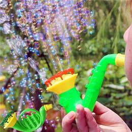 brinquedo de bolhas soprando por atacado Desconto 1 pcs Aleatória Água Soprando Brinquedos Bolha Soap Bubble Blower Crianças Ao Ar Livre Brinquedos Pai-filho Intercâmbio de Brinquedos Interativos Atacado 2019