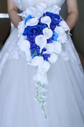 2019 perlas moradas de china 2019 Artificial Pearl Crystal RoyalWedding Nupcial Flor Azul Ramos de novia Cascada Novias Broche Accesorios Ramo De Peonias