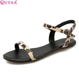 2020 sandalia talla 34 tacones bajos QUTAA 2020 sandalias de las mujeres forman los zapatos de cuero de la PU Todos sandalias del partido bajo el talón leopardo Westrn de las mujeres del estilo Tamaño 34-43 rebajas sandalia talla 34 tacones bajos