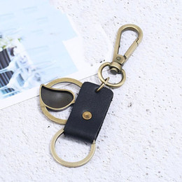 Медные связки ключей онлайн-Black Creative Bird Key Chains Pendant Copper Alloy Car Keyring Retro Cowhide Leather Keychains For Men Jewelry Accessories