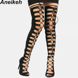 Sandalias estilo encaje online-Aneikeh 2019 Moda mujer Muslo Alto con cordones Botas de tacón alto Hueco Estilo romano Gladiador con cordones Botas de montar Zapatos