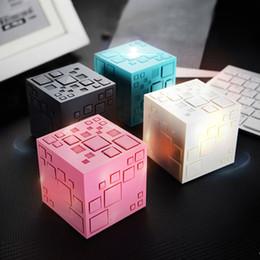 2019 novos oradores cool New cool luzes coloridas cubo de rubik mini portátil criativo inteligente cartão inteligente subwoofer alto-falante bluetooth novos oradores cool barato