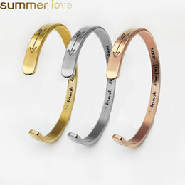 a6df2f89108f 3 regalos personalizados de color grabado brazalete brazalete brazaletes  amor flecha para los amantes mujeres hombres de acero inoxidable pulseras  abiertas ...
