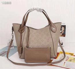 Leather handbags accessories online-Bolsos de lujo de diseño superior bolso de gran tamaño bolso de cuero de becerro adaptado plegable y estirado accesorios de metal plateado 46 * 30 * 17 cm 54350