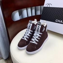 Zapatos de terciopelo marrón cordones online-Francia C @ haneI Nuevos zapatos para mujer Deportes con Origin Box Diseño de cordones de cuero genuino Plus Estilo de terciopelo Invierno Zapatillas de deporte Marrón 35-41