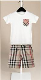 2019 menino calça jeans HOT New top Designer Marca Crianças Do Bebê Das Meninas Dos Meninos Sportswear criança Mangas Curtas camisa calça Terno Crianças Set 1-7years