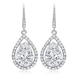 de0e24f70e7e Vestido de novia europeo y americano. Pendientes con pendientes de cristal  en forma de gota. Pendientes de diamantes.
