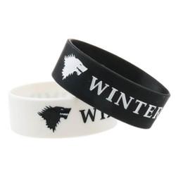 Pulseiras de jogo on-line-O inverno está chegando Pulseiras de silicone Game of Thrones Rei do Norte Siliocne Pulseira Branco Preto Pulseira LJJK1603