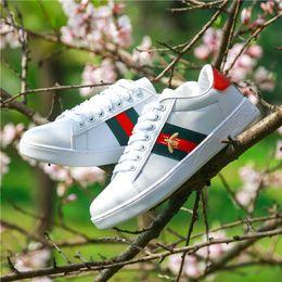 Pelle shose online-2019 GUCCI men shoes Top Quality Luxury Designer Sneakers Bee Ricamo Piccolo Bianco Shose per uomo Donna Lace-up Lady Girl Scarpe in pelle Casual piatto Shose