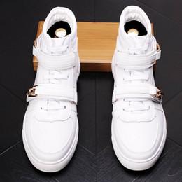 2019 scarpe hip hop uomini Nuove scarpe casual bianche da uomo di lusso, scarpe hip-hop con fibbia doppia di alta moda, scarpe da skateboard casual di alta moda da uomo
