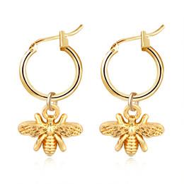 2019 orecchini stereoscopici 1Pair europeo stereoscopico Trend Cute Bee orecchini a cerchio con pendente Oro Argento di colore bella orecchini monili E542-T2 orecchini stereoscopici economici