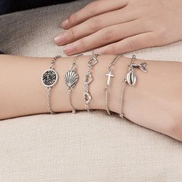 Ama la catena del vento online-5 pezzi / set Beach Wind Bracciali Set Croce Hollow Love Conch Fishtail Bracciale a maglie a catena per donna