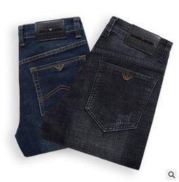 Jean design patché en Ligne-2019 Nouveau Designer De Mode Hommes Jeans Délavé Détruit Des Patchs Déchiré Denim Affaires Droite Droit jean classique Grand Pantalon 5647