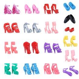 acabamento atacado Desconto Festa de Pano Vestido Estilo Misto Enfeites de Sapatos Acessórios para Boneca Melhor Presente Da Menina de Brinquedo Crianças Brinquedos Plásticos