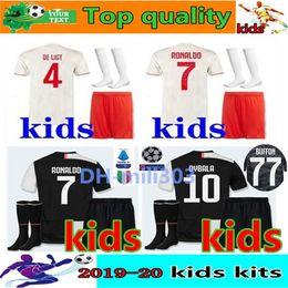 Kits de fútbol personalizados online-2019 2020 Juventus camiseta de fútbol kit Niños 19 20 Personalizado Ronaldo DYBALA DE LIGT MANDZUKIC juventus camisetas de fútbol kids kits de fútbol