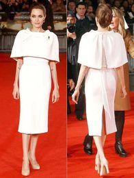 2019 vestiti di colore di pesca per le ragazze Angelina Jolie guaina lunghezza del ginocchio abiti da sposa con capo gioiello collo spaccature posteriore Celebrity abiti da red carpet brevi abiti da sera formale 2019