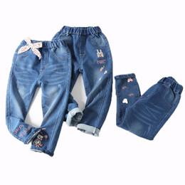 Bordado jeans para meninas on-line-Crianças Menina Calças De Brim Dos Desenhos Animados Calças Crianças Dia De Páscoa Elastic Jeans Coelho Rainbow Bordado Arco Cintura Elástica 6