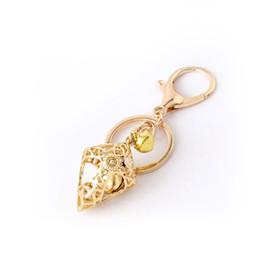 Porte-clés croisés en gros en Ligne-Porte-clés croix creuse d'or avec métal mignon Bell accessoires de mode porte-clés sac pendentif petit cadeau en gros cadeaux de Pâques