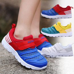 Chaussures de sport du campus en Ligne-Enfants Sneakers 2019 Single Net Enfants creux White Meshane Baskets Enfants Campus Sports Shoes Sneaker Sneaker Fashion Beach usure