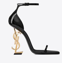 Moda sexy sapatos de salto alto on-line-Couro real Marca new Sexy shoes Mulher Verão Fivela Strap Rivet Sandálias Sapatos De Salto Alto Apontou toe Moda Única YSL de Salto Alto 10.5 cm