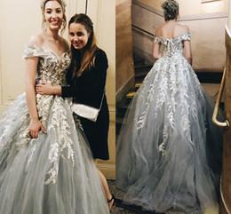 billige fee brautkleider Rabatt Fairy Sliver White Lace 3D Blumen Blume Brautkleider Brautkleid von der Schulter mit Ärmeln Tüll Backless Brautkleider Günstige