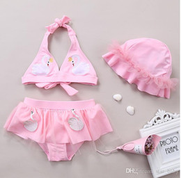 2020 flamant rose bikini Enfants filles Bikini Volants Hat + Haut + Tutu Jupe Tulle Pantalon Rose Bleu Flamingo Toddler Enfants Swiming Costume flamant rose bikini pas cher