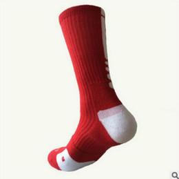 Hombres con calcetines online-Para hombre de la moda de lujo de calcetines deportivos calcetines de fútbol para hombres Calcetines Calcetines gruesa toalla absorbente inferior Use Calzini