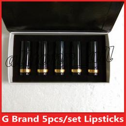 Deutschland Das heiße Marken-Make-upmatte Lippenstift 5 Farben schwarzes Rohrmatte Lippenstift 5pcs / set bilden Kosmetik freies Verschiffen Versorgung